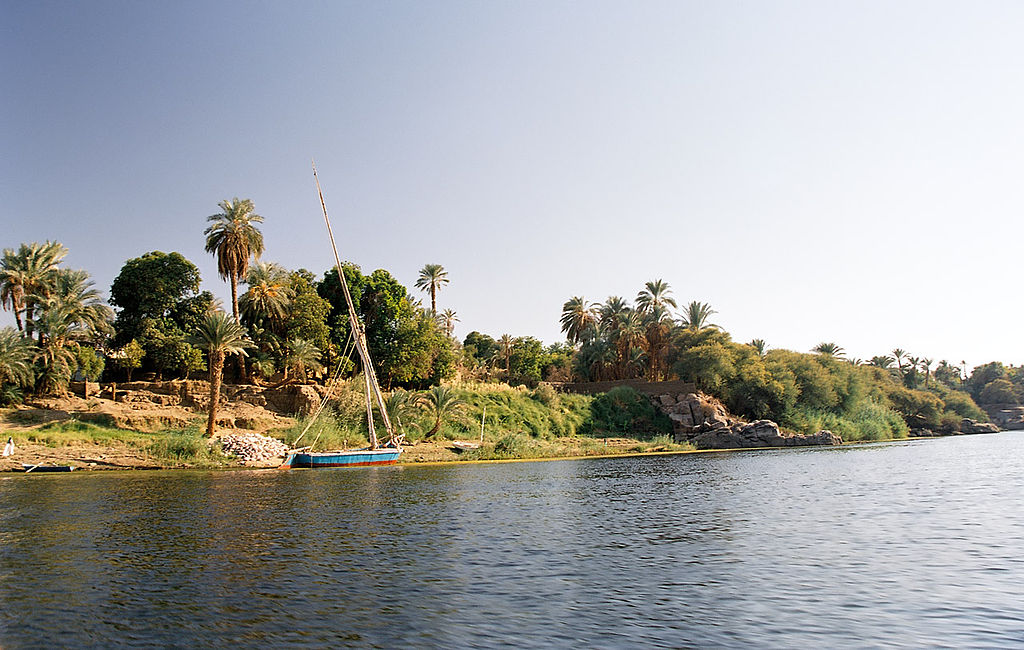 1024px-Aswan_Elephantine_west_bank_Egypt_Oct_2004